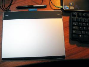 ECLATT Wacom Intuos Connected to Windows 7 Laptop